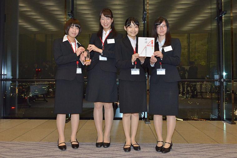 左より、丁子詩織さん、田代采さん、畔田夏風さん、長嶋すみれさん
