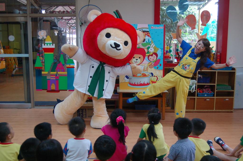 【写真】幼稚園読み聞かせキャラバン